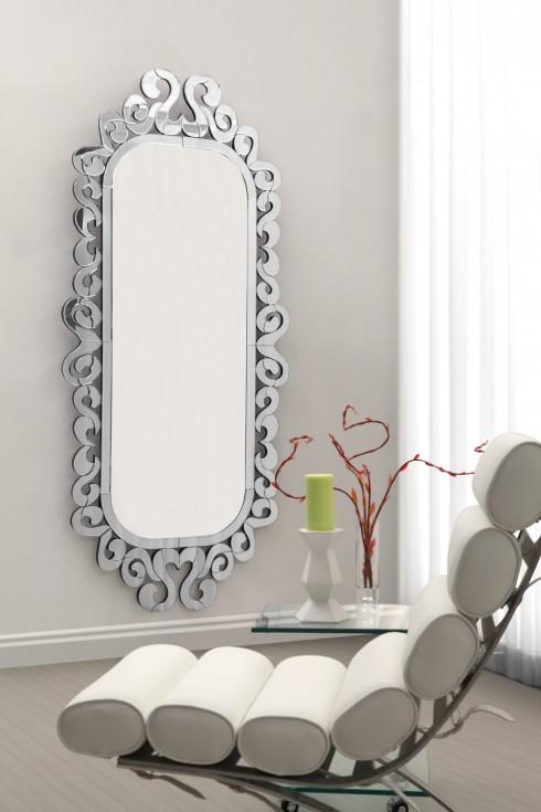 Gương <br/> Bên cạnh tác dụng chính, gương còn được coi như một món đồ trang trí thay thế cho tranh, hoặc có tác dụng phong thủy, giúp cải thiện không gian. Tùy theo phong cách riêng, bạn có thể lựa chọn những kiểu gương khác nhau, từ cổ điển cầu kỳ về họa tiết cho đến tối giản và thể hiện cá tính riêng.