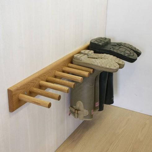 Đơn giản hơn nữa, bạn có thể tự làm một chiếc kệ gỗ như thế này.