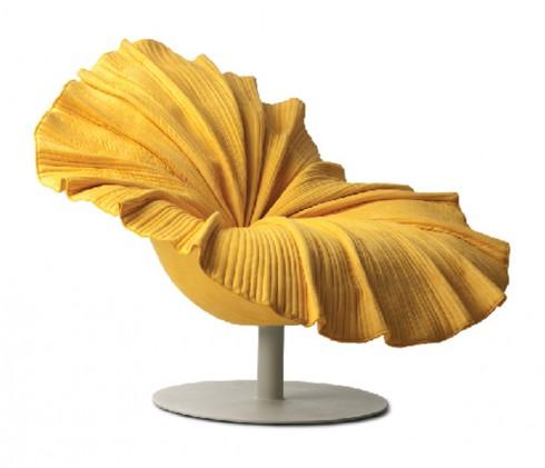 Ghế hoa <br/>Ghế là món nội thất không thể thiếu trong bất cứ không gian nào, bởi thế nếu muốn thể hiện cá tính, thử thay một vài chiếc ghế trong nhà bạn xem sao. Với phái nữ, những chiếc ghế hoa là lựa chọn vừa đẹp, vừa thể hiện được phong cách duyên dáng, hoặc sự lãng mạn của bạn.