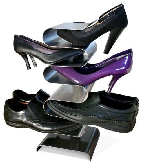 Giày của cả gia đình có thể được cất gọn gàng chỉ với một chiếc kệ đơn giản