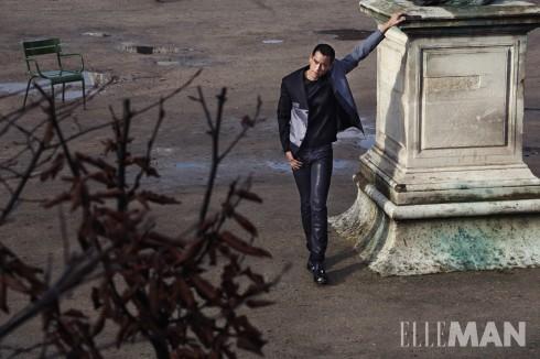 Áo khoác dáng hộp chất liệu len công nghệ mới màu xanh đen, Áo sơmi không có tay, quần chất liệu denim, giày da bê màu đen Dior Homme