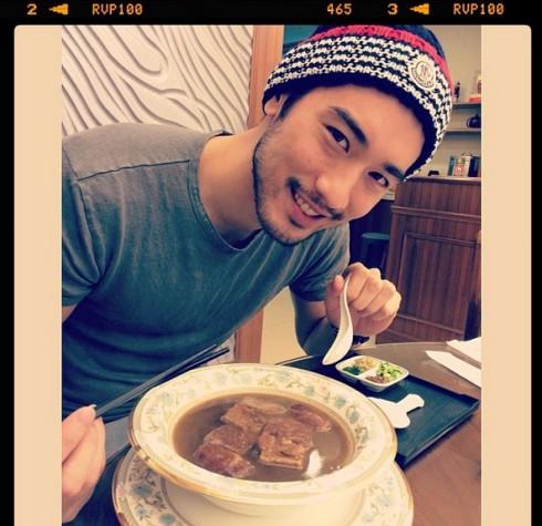 """Godfrey Gao: Chàng trai Á châu ngọt ngào, thích thể thao, ẩm thực và có thể chụp hình đồ ăn đẹp đến nỗi miếng khoai tây chiên nhìn cũng rất """"sexy""""!"""