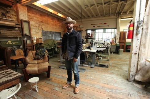 Acontinuouslean.com không chỉ chia sẻ những cảm hứng về thời trang mà còn là phong cách sống phong lưu của những quý ông thành thị New York.