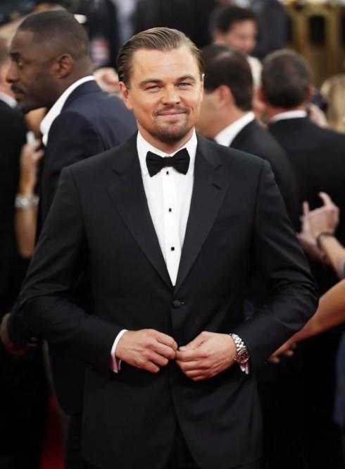 """1. Quả cầu vàng 2014: Leonardo DiCaprio, """"con cưng"""" của các đạo diễn Hollywood chọn tuxedo cổ điển và nơ bowtie đen, cài tay áo của Jennifer Meyer."""