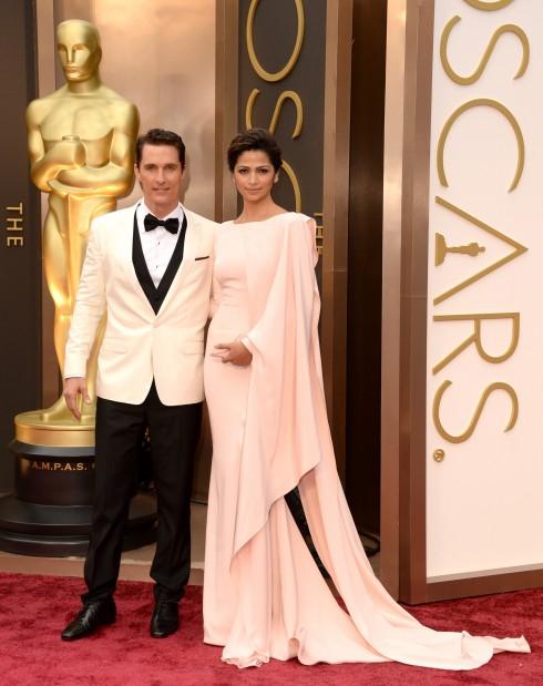 2. Lễ trao giải Oscar 2014: Matthew McConaughey chọn bộ suit của Dolce&Gabbana, thương hiệu mà anh đang làm đại diện quảng cáo, kết hợp với giày Christian Louboutin và đồng hồ Chopard.