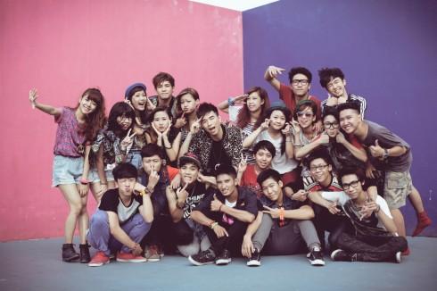Cả nhóm sau buổi quay quảng cáo cho Yantv (2012)