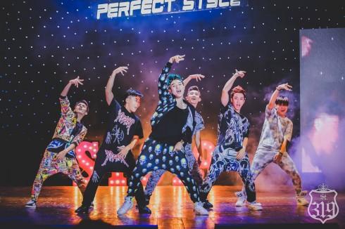Show diễn DANCE YOUR PERFECT STYLE, ST.319 làm đại diện hình ảnh cho Kakaotalk (6/2013).