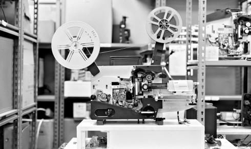 Một chiếc máy chiếu phim cổ điển, giờ đây đã dần được thay thế bởi máy chiếu kỹ thuật số.
