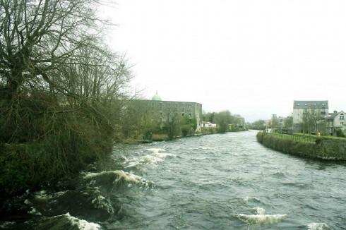 Nước sông Corrib cuối đông đầu xuân