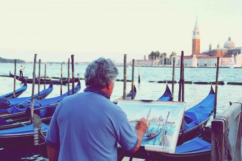 Người họa sĩ sinh tình trước cảnh chiều của San Marco.