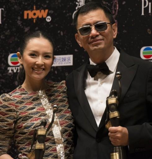 Diễn viên Chương Tử Di và đạo diễn Vương Gia Vệ tại lễ trao giải Kim Tượng