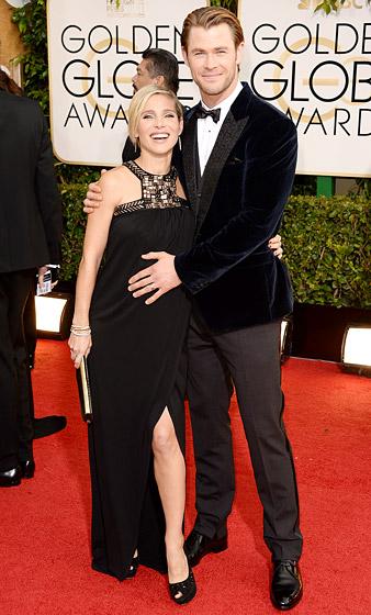 Elsa Pataky được chồng cô - diễn viên Chris Hemsworth nâng niu cẩn thận  bởi cô cũng đang dạo bước trên một đôi giày rất cao!