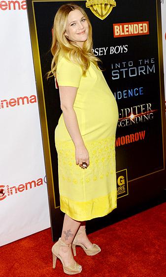 Nữ diễn viên Drew Barrymore trông thật rạng rỡ dù đang mang thai được 8 tháng!