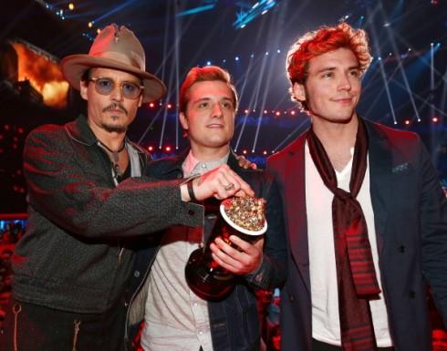 Johnny Depp chia sẻ chiến thắng với The Hunger Games 2