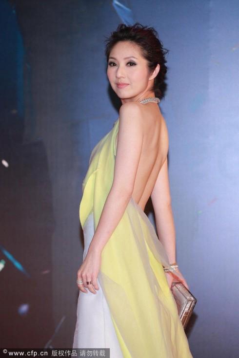 Dương Thiên Hoa trong trang phục Vionnet