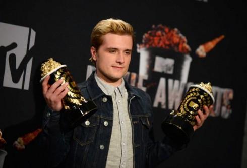Josh Hutcherson nhận giải Nam diễn viên chính xuất sắc