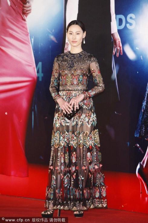 Lương Lạc Thi trong trang phục Valentino