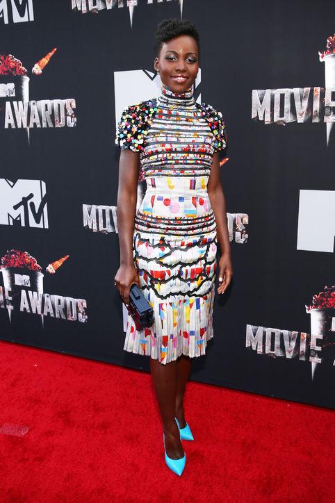 Lupita Nyong'o mặc trang phục của Chanel.