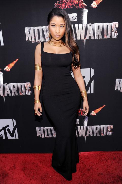 Nicki Minaj mặc đầm của Alexander McQueen