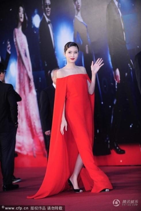Người đẹp chuyển giới Thái Lan Nong Poy trong trang phục Ralph Lauren