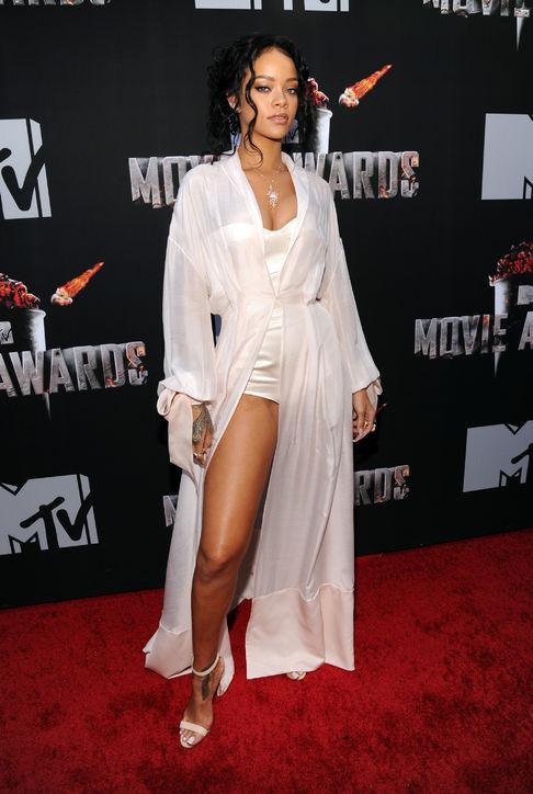 Rihanna mặc trang phục của Ulyana Sergeenko.