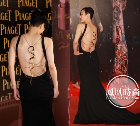 Trịnh Tú Văn trong trang phục Roberto Cavalli