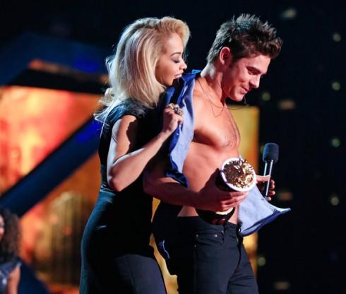 Zac Efron nhận giải Best Shirtless Performance