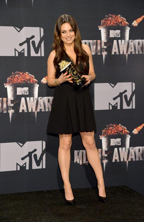 Mila Kunis trông hơi
