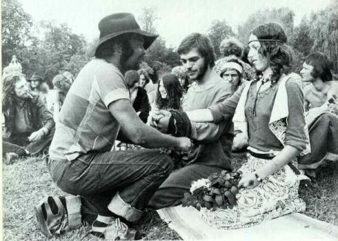 Trang phục và phụ kiện đậm chất hippie