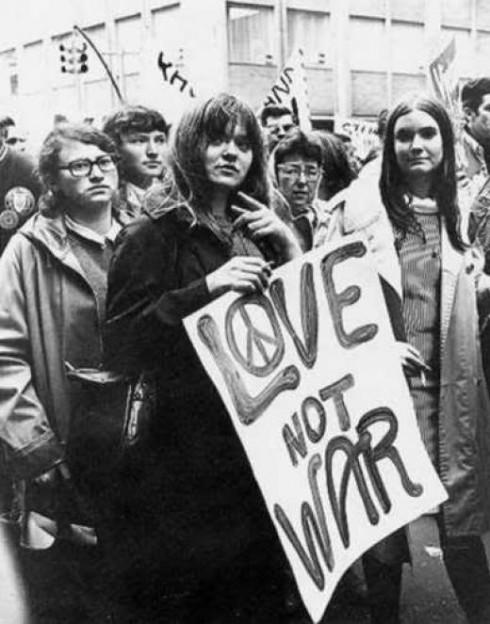 Giới trẻ tham gia các cuộc biểu tình phản đối chiến tranh