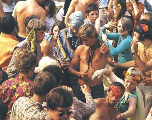 Các tín đồ hippie tham gia  lễ hội