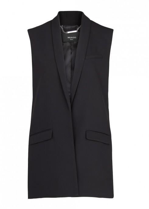 1. Mango<br/>Chiếc áo vest không tay màu đen của Mango là một lựa chọn hoàn hảo nhờ khả năng phối rất đa dạng với nhiều phong cách khác nhau.