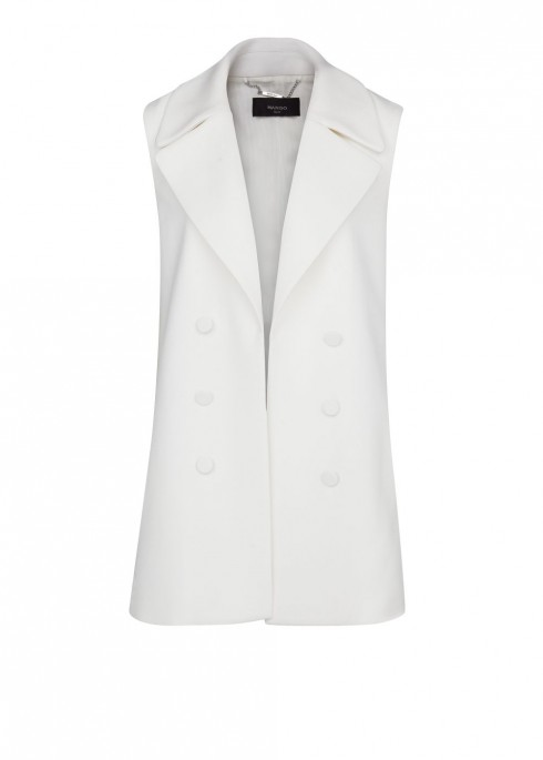 1. Mango<br/>Bạn cũng có thể lựa chọn chiếc áo màu trắng cho phong cách tươi trẻ.