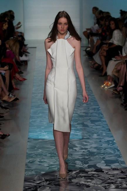 Chiếc đầm trắng kiểu dáng ấn tượng của Maticevski.
