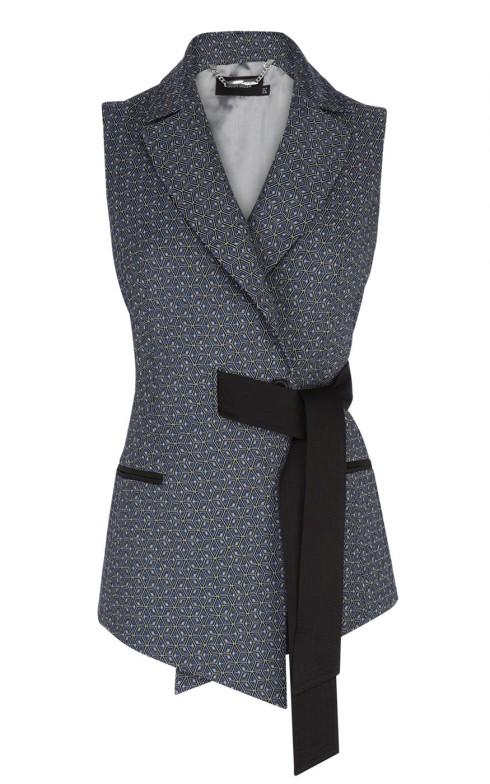 2. Karen Millen <br/>Thêm phần nữ tính, bạn có thể lựa chọn chiếc áo thắt eo của Karen Millen.