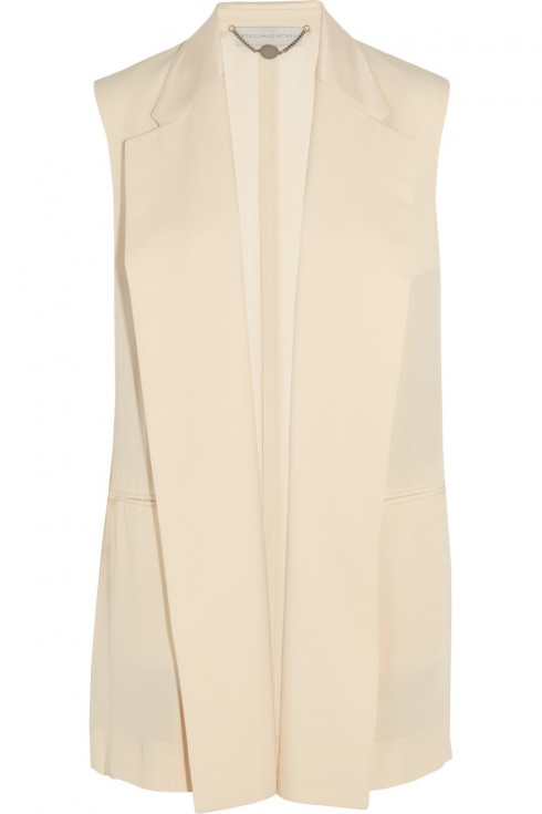 3. Stella McCartney <br/>Từ bộ sưu tập của Stella McCartney, bạn có thể lựa chọn cho mình một chiếc áo phù hợp phong cách nhất, như chiếc áo có cổ cạc điệu màu ngọc trai.