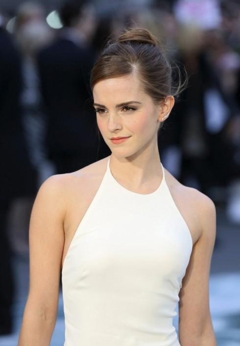 Emma Watson mặc chiếc đầm xẻ của Ralph Lauren tại buổi quảng bá phim Noah ở Anh ngày 31/3.
