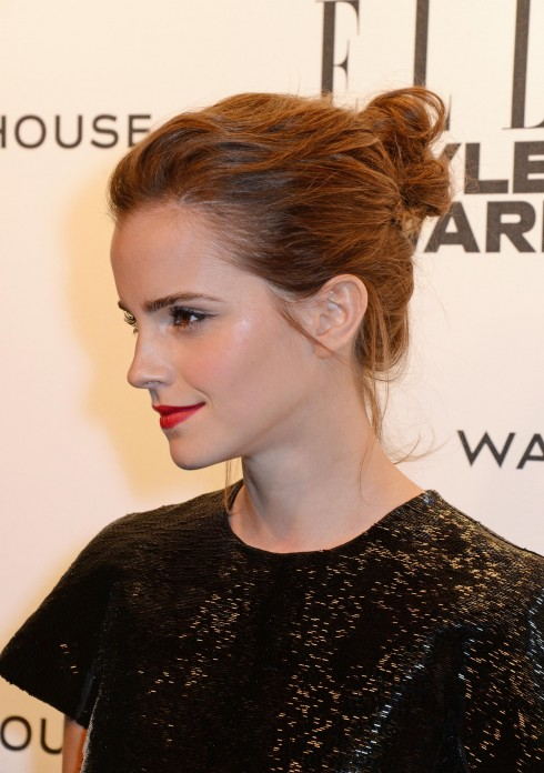 Emma Watson mặc đồ của Giambattista Valli Couture trong lễ trao giải ELLE Style Awards 2014.