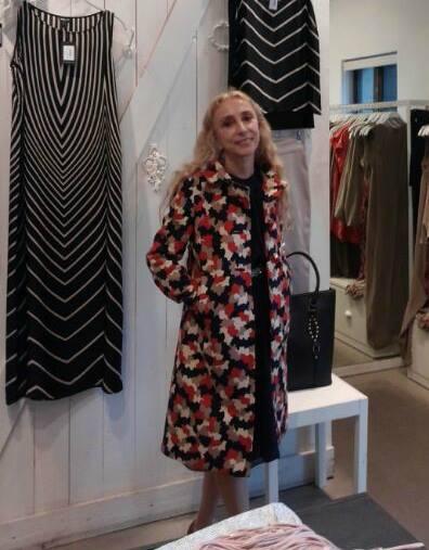 Franca Sozzani đi thăm một cửa hiệu thời trang của NTK bản địa tại Tel Aviv (Israel) có tên Ronen Chen. Được bà tới thăm và xem các thiết kế là một vinh dự đối với bất kỳ NTK trẻ đang nỗ lực tìm kiếm sự công nhận và thành công nào trên thế giới.