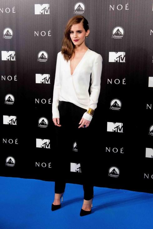 Emma Watson mặc đồ của J.Mendel tại buổi quảng bá Noah ở Tây Ban Nha.