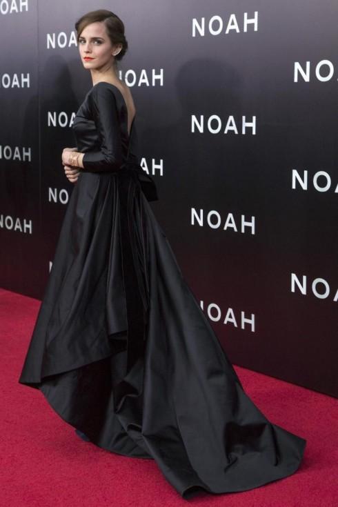 Emma Watson mặc chiếc đầm của Oscar de la Renta tại buổi quảng bá phim Noah ở New York.