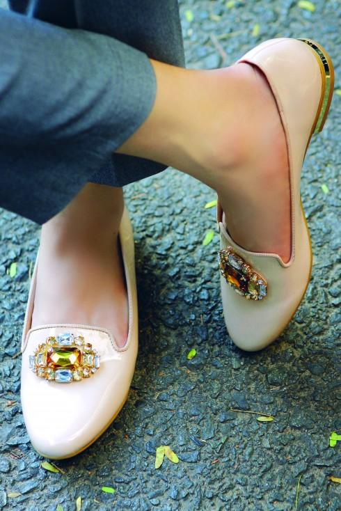 Giày da bóng đính đá Charles & Keith