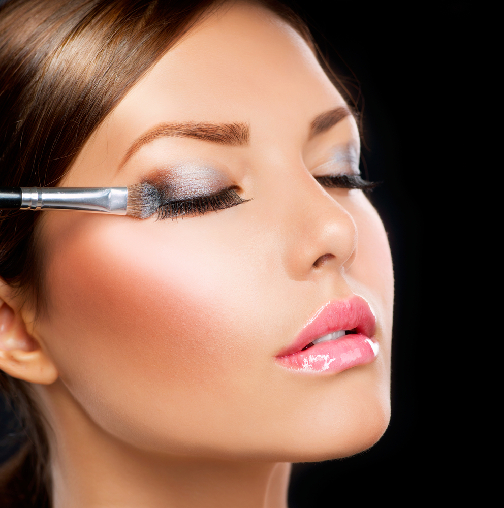 Does A Wedding Makeup Artist Charge : How Much Should Wedding Makeup Cost? Aurum Bride - Gold ...