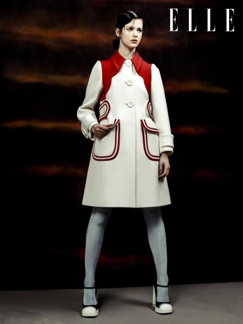 Miu Miu<br/>NTK tài năng Miuccia Prada mang thiết kế trang phục và phụ kiện đầy chất hoài cổ vào BST Miu Miu, như lời của bà trước show diễn: