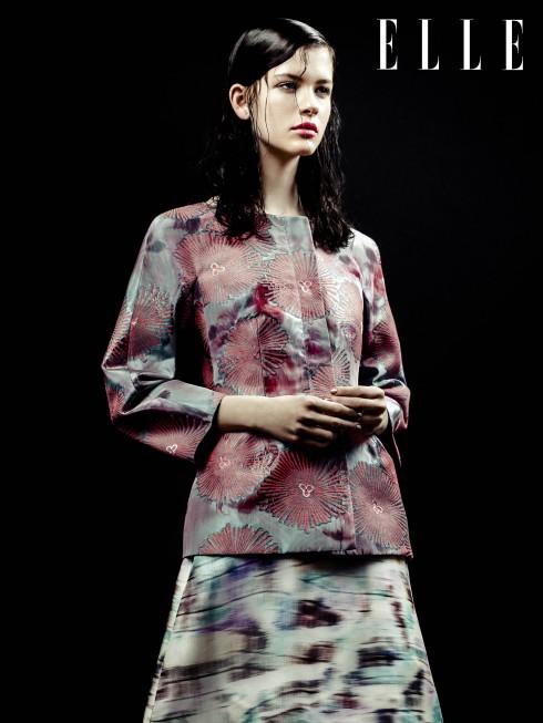 Giorgio Armani<br/>NTK Giorgio Armani mô tả những thiết kế trong mùa này của mình vừa có sự mềm mại lại vừa có nét mạnh mẽ. Hai mặt đối lập tưởng như nhàm chán này dưới sự chỉ đạo tài hoa của Armani đã được thể hiện rất tinh tế qua dáng áo jacket hay quần dài sắc lạnh và được
