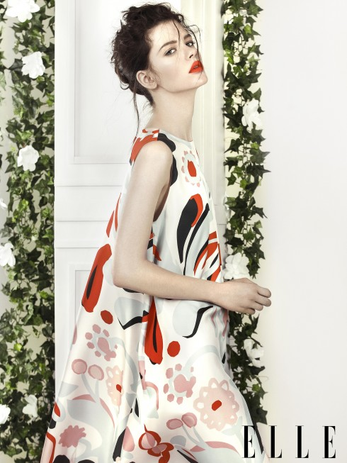 Mulberry<br/>Cô gái của Mulberry mùa này dịu dàng và mềm mại như nụ hoa hồng trong khu vườn kiểu Anh. Họa tiết hoa cổ điển và chất liệu lụa trở nên thú vị và đương đại hơn nhờ phom dáng rộng, uyển chuyển của thiết kế.