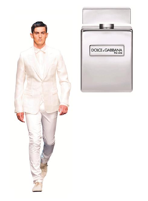 Và Chàng vừa đẹp vừa thơm… <br> Dolce & Gabbana <br/>The One for Men Limited Edition với thiết kế chai vuông vức từ platinum chứa cốt hương tinh sạch của bưởi, rau ngò, húng quế cùng chút ấm áp của bạch đậu khấu và gừng.