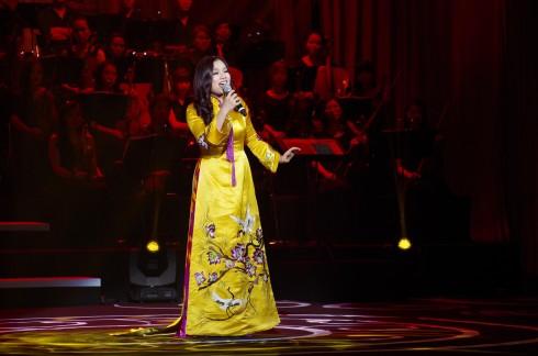 Nghệ sĩ Tân Nhàn thể hiện ca khúc Đào Liễu