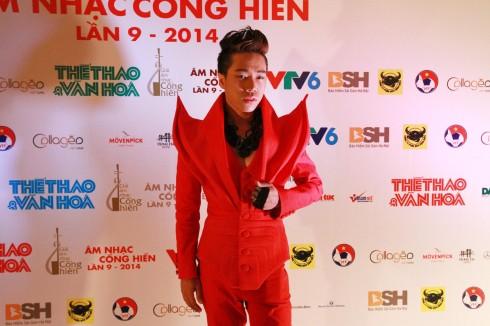 Nguyễn Đình Thanh Tâm trên thảm đỏ sự kiện.
