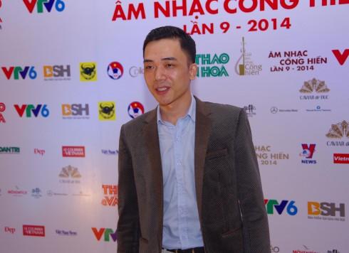 Nhạc sĩ Đỗ Bảo trên thảm đỏ sự kiện.